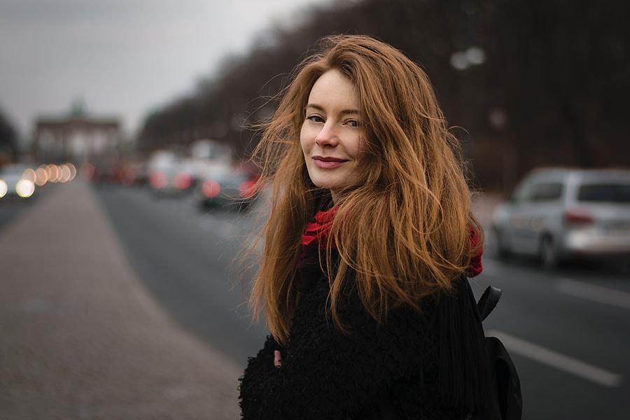 Karina auf der Straße des 17. Juni | Shooting mit Peter R. Stuhlmann Fotografie